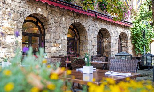 hotel-herzogskelter-haus-terrasse